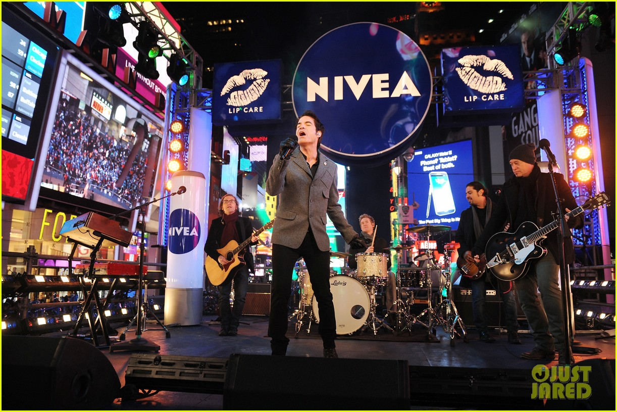 train new years eve performance in times square 132783103