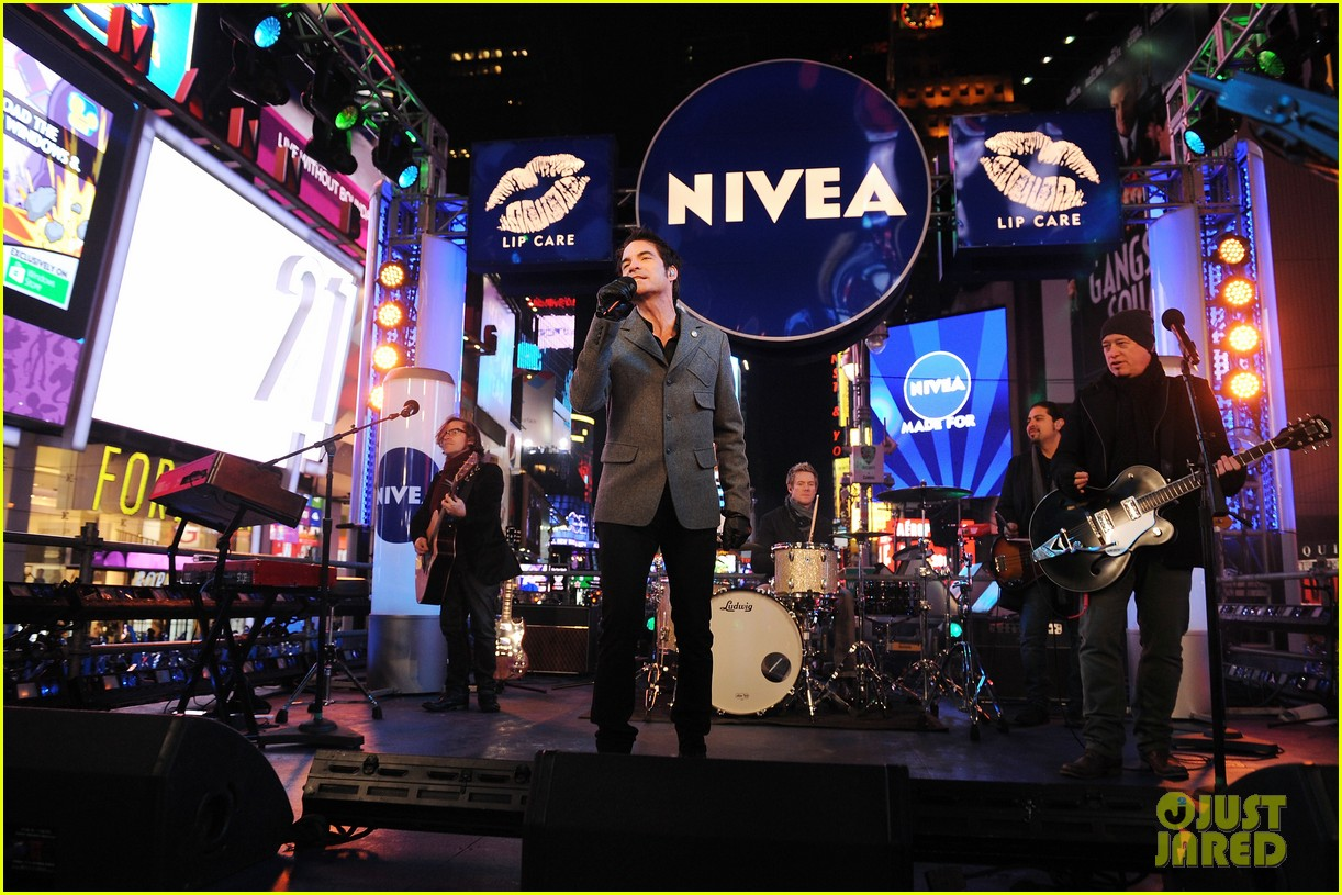 train new years eve performance in times square 142783104