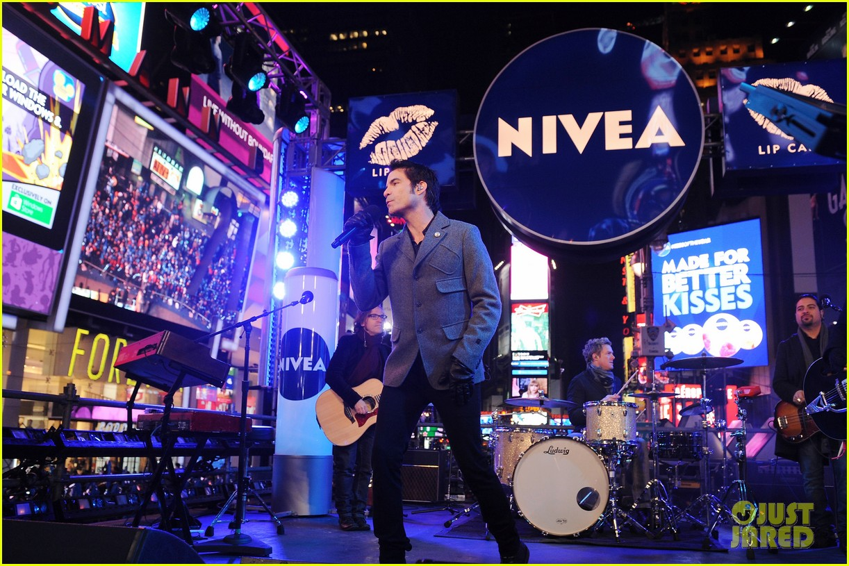 train new years eve performance in times square 162783106