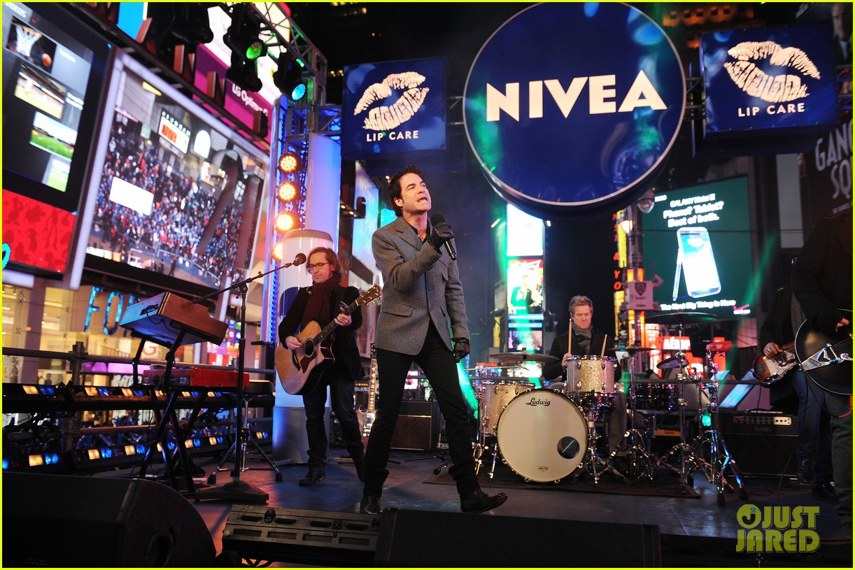 train new years eve performance in times square 172783107