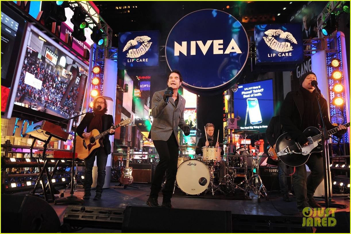 train new years eve performance in times square 192783109