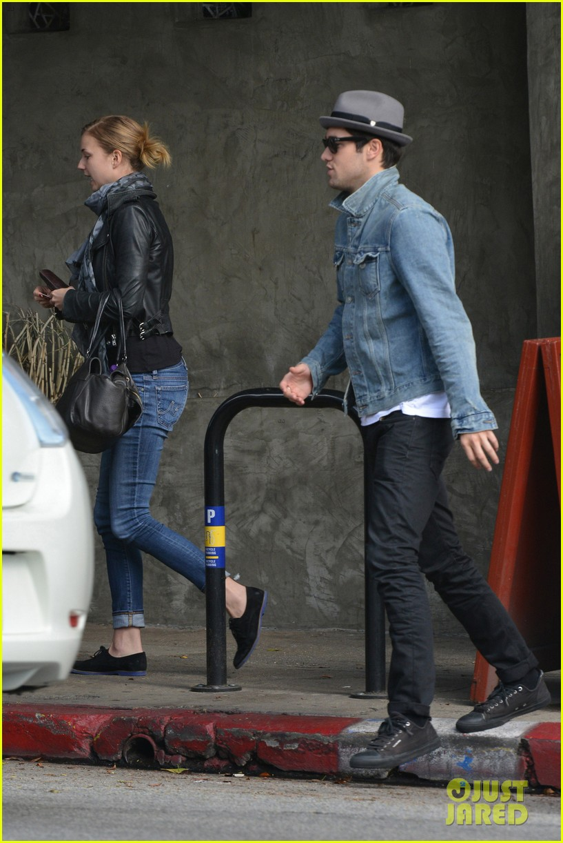 emily vancamp josh bowman sunday brunch lovers 022800078
