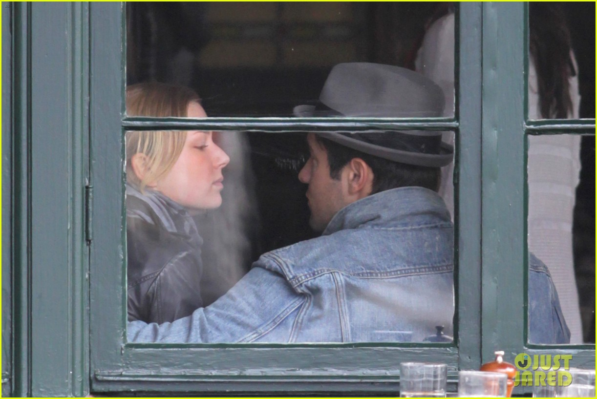 emily vancamp josh bowman sunday brunch lovers 042800080