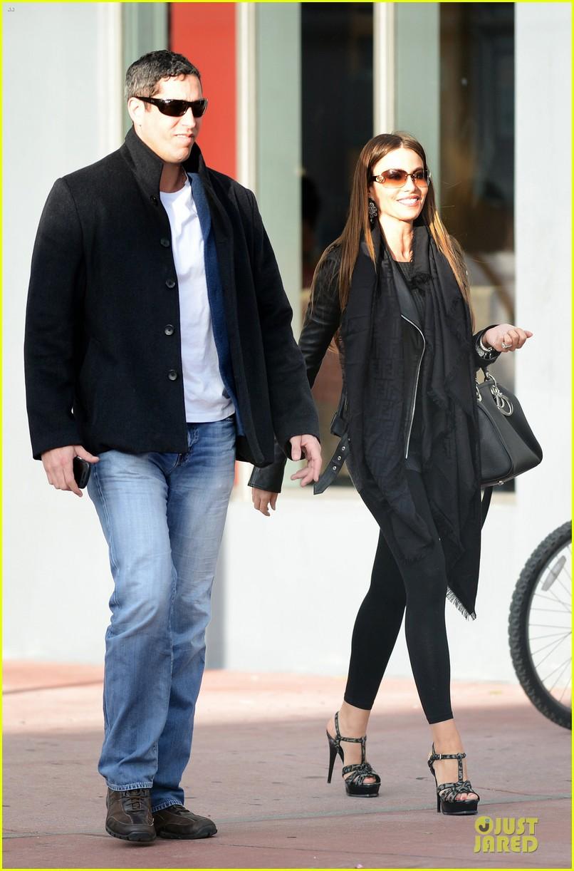sofia vergara & nick loeb mall shopping couple 062783029