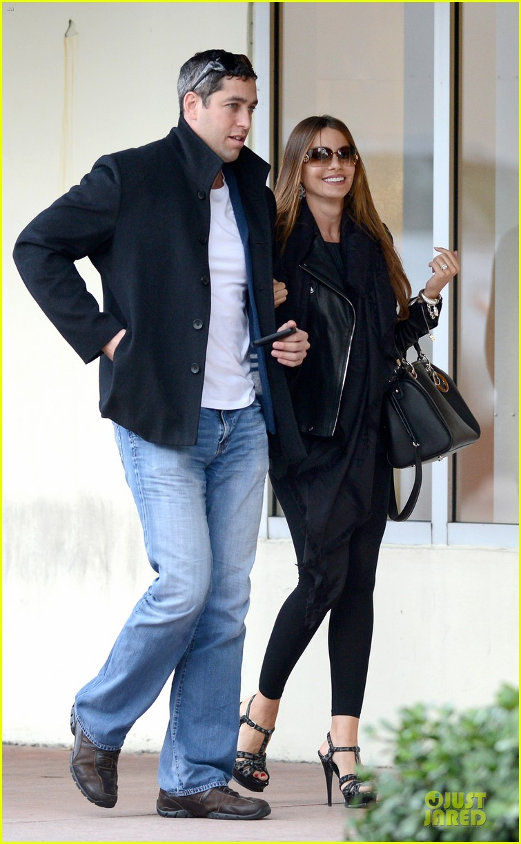 sofia vergara & nick loeb mall shopping couple 07