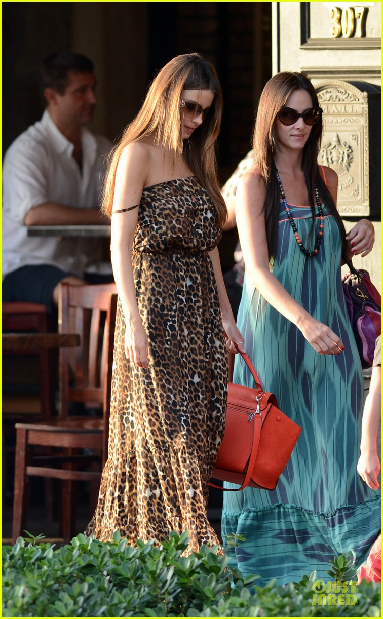 sofia vergara & nick loeb mall shopping couple 122783035