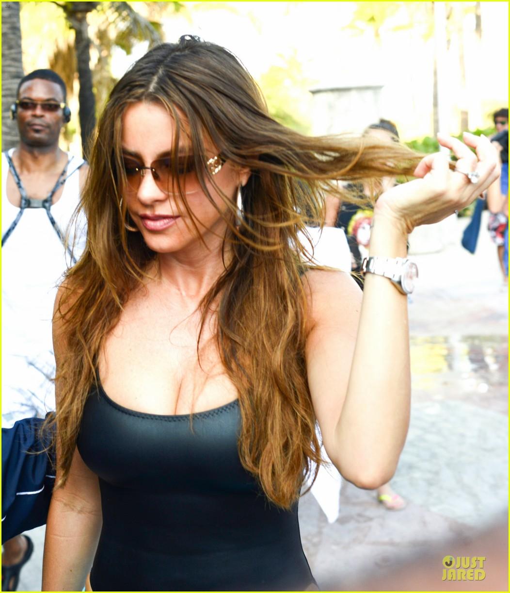 sofia vergara miami beach with shirtless nick loeb 022784162