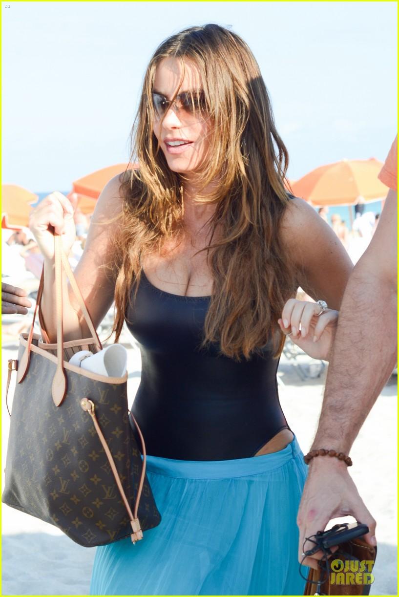 sofia vergara miami beach with shirtless nick loeb 062784166