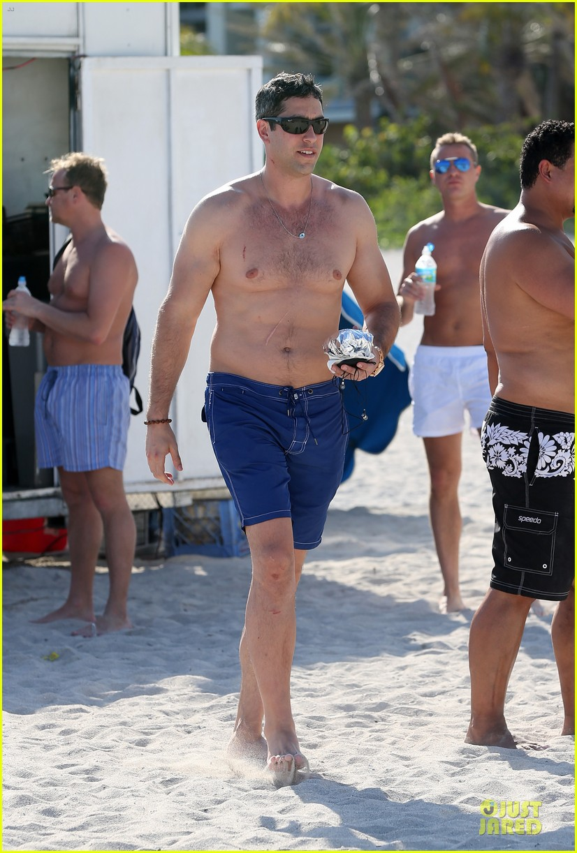 sofia vergara miami beach with shirtless nick loeb 14