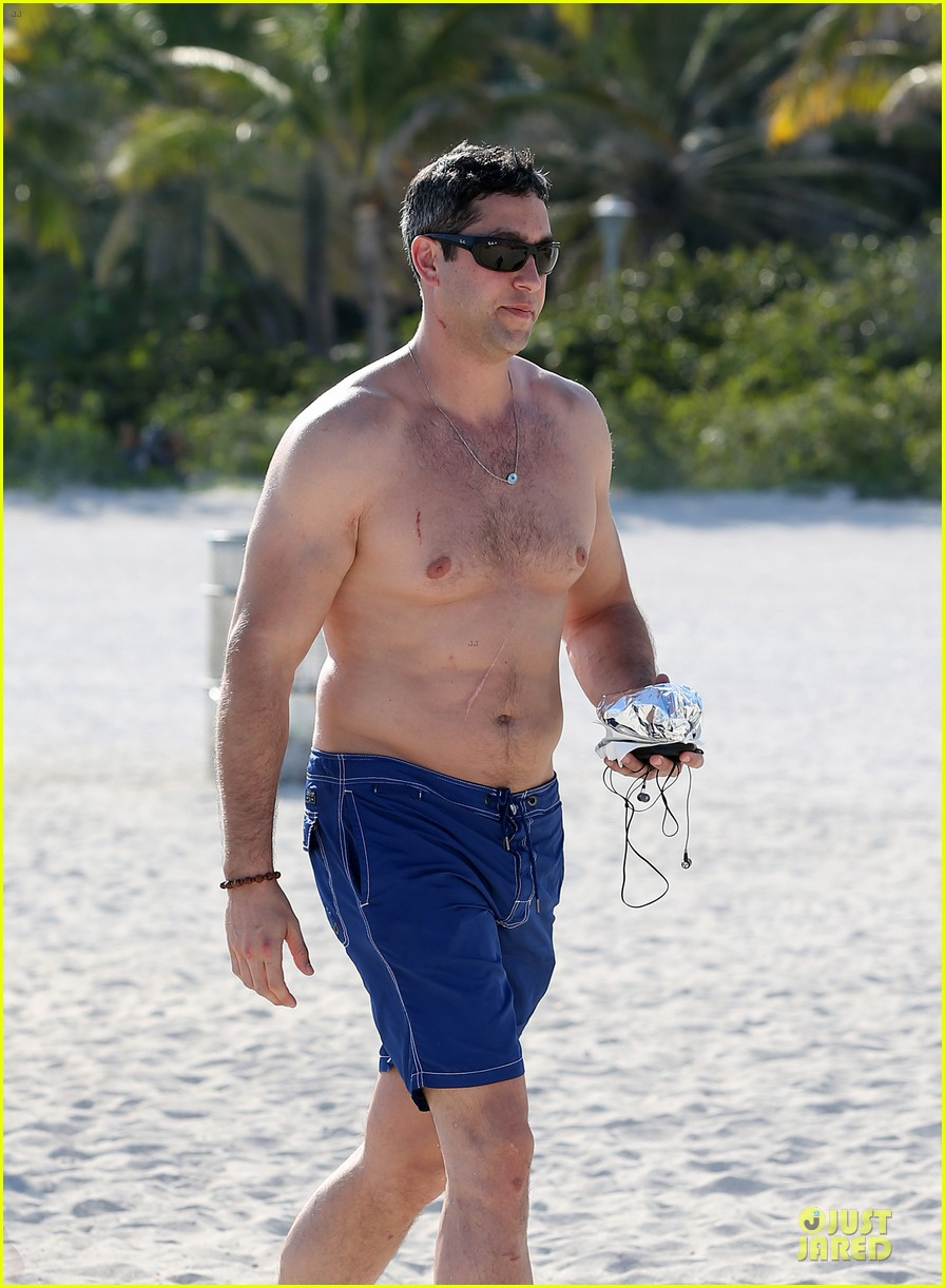 sofia vergara miami beach with shirtless nick loeb 192784179