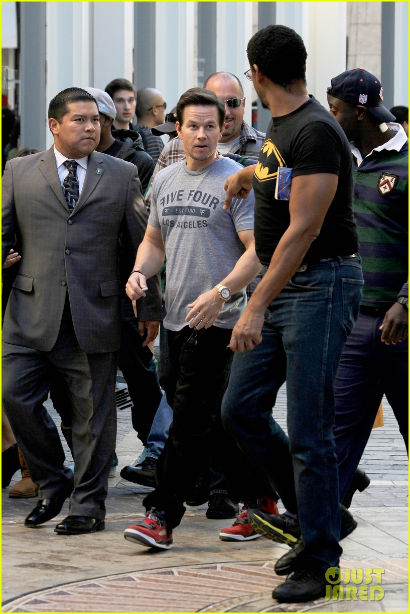 mark wahlberg ellen extra appearances 292793944