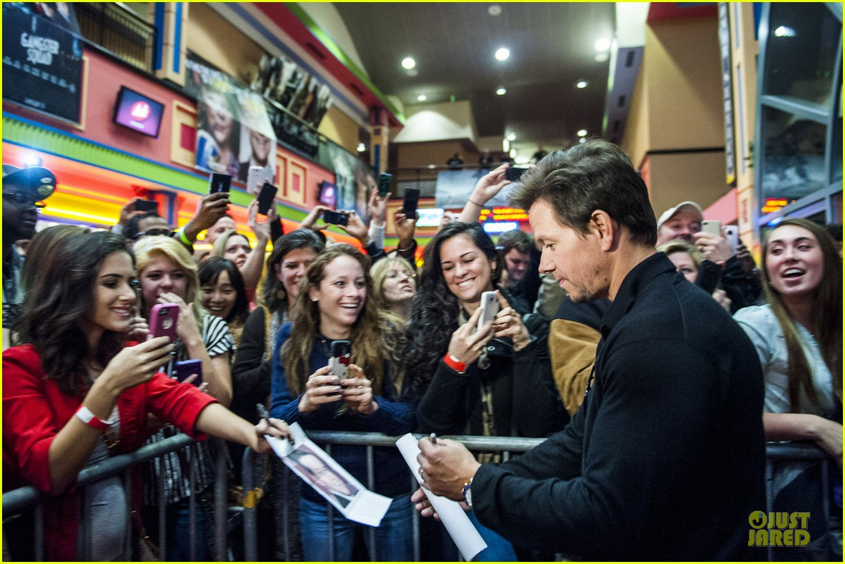 mark wahlberg broken city fan event in atlanta 042787150
