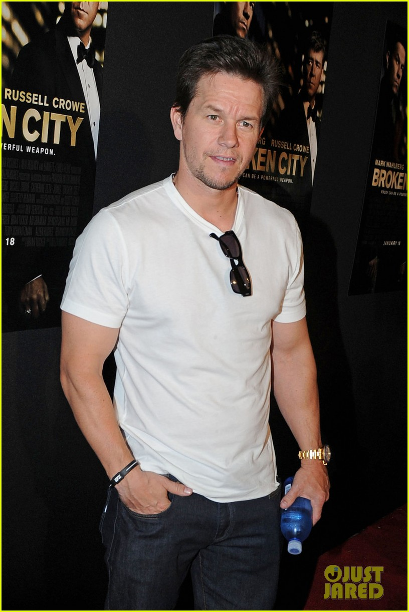 mark wahlberg natalie martinez broken city miami premiere 05