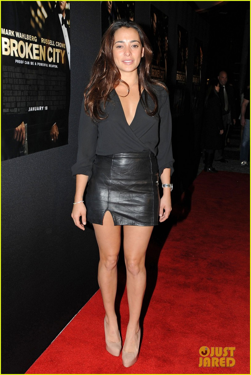mark wahlberg natalie martinez broken city miami premiere 082788165