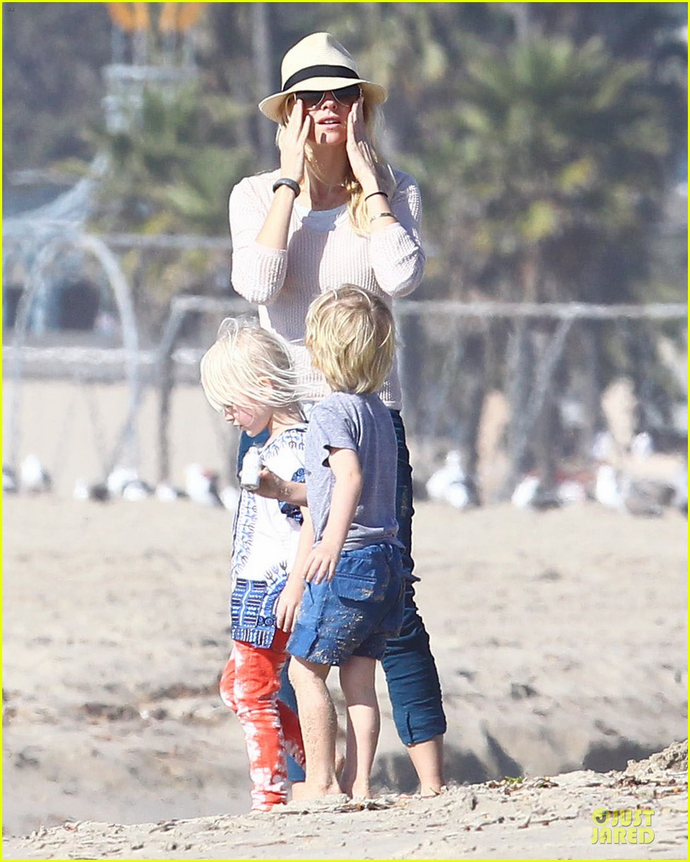 naomi watts beach day with the boys 052799024