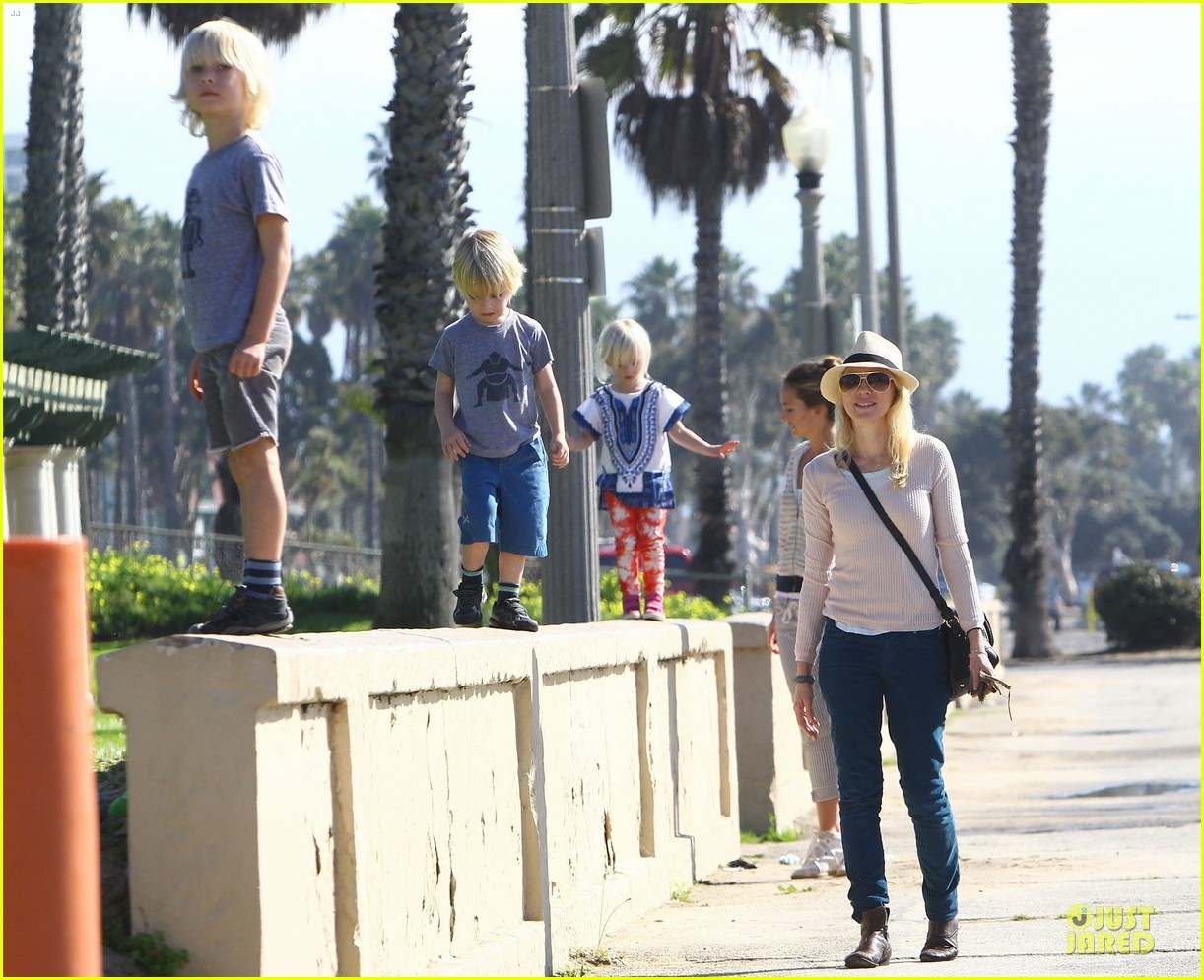 naomi watts beach day with the boys 132799032