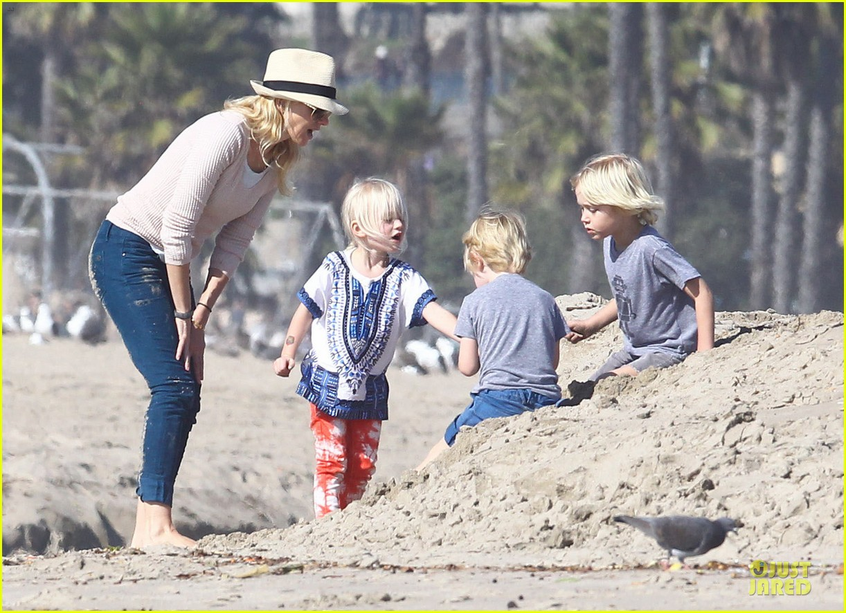 naomi watts beach day with the boys 152799034