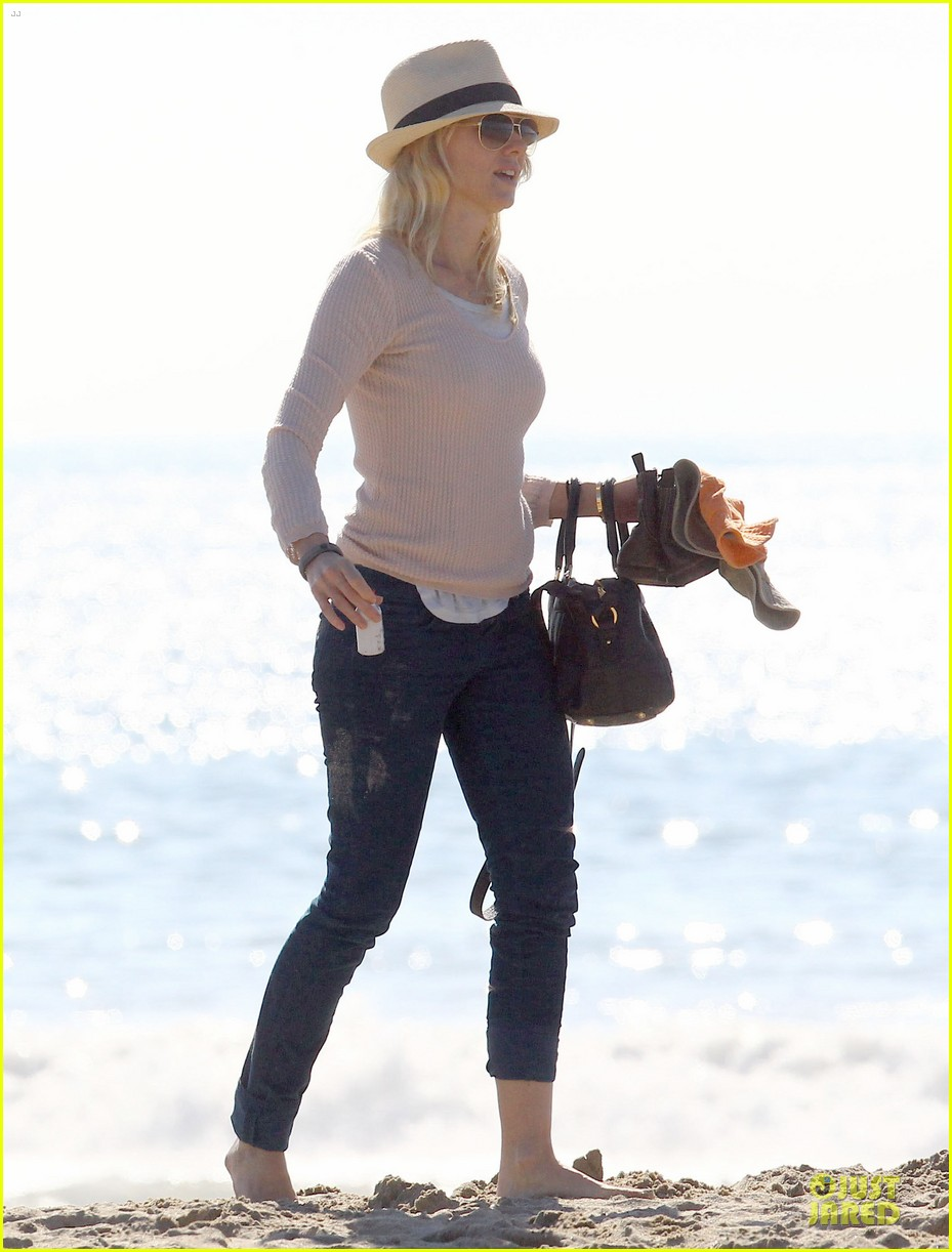 naomi watts beach day with the boys 202799039