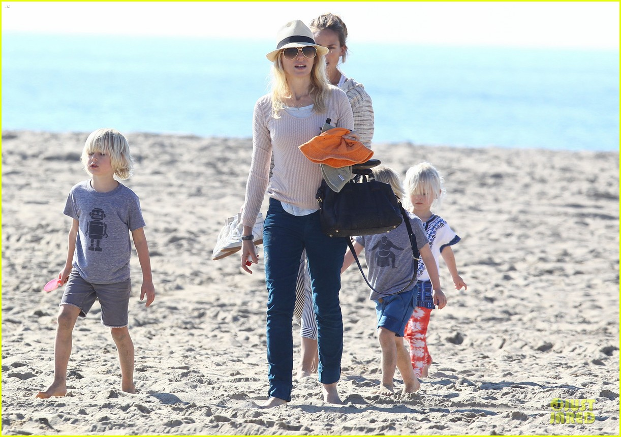 naomi watts beach day with the boys 222799041
