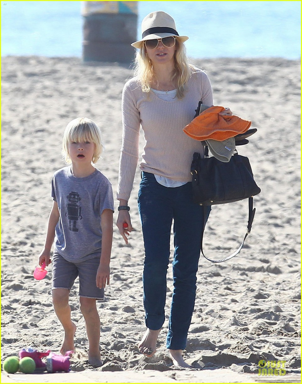 naomi watts beach day with the boys 232799042