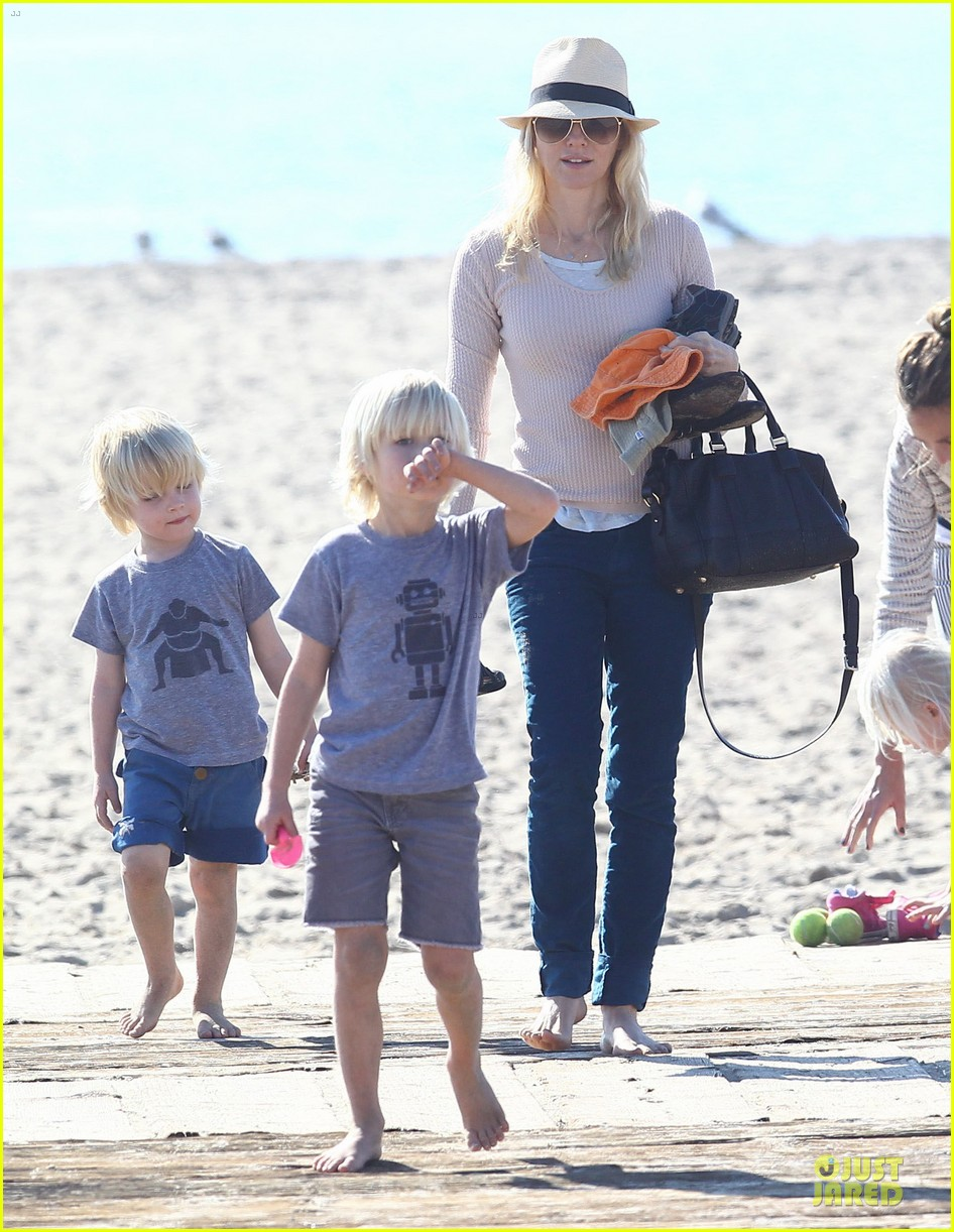 naomi watts beach day with the boys 242799043