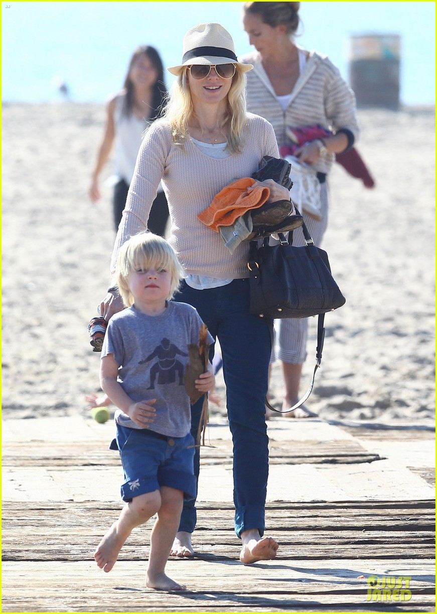 naomi watts beach day with the boys 262799045