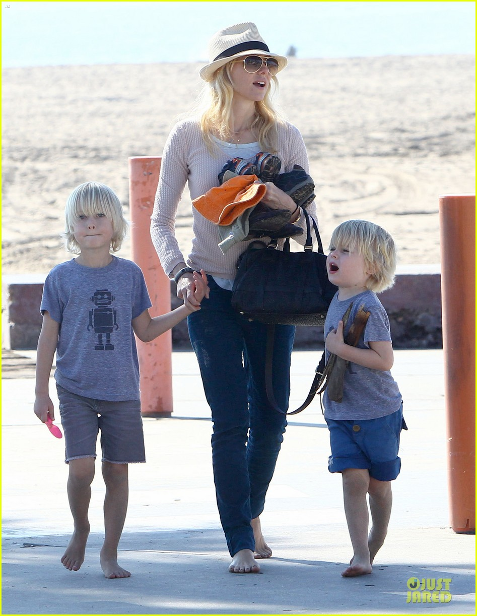 naomi watts beach day with the boys 282799047