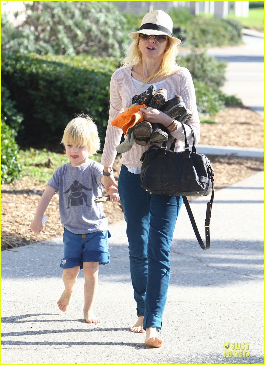 naomi watts beach day with the boys 292799048