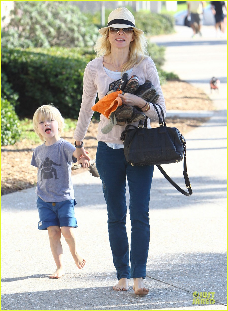 naomi watts beach day with the boys 302799049