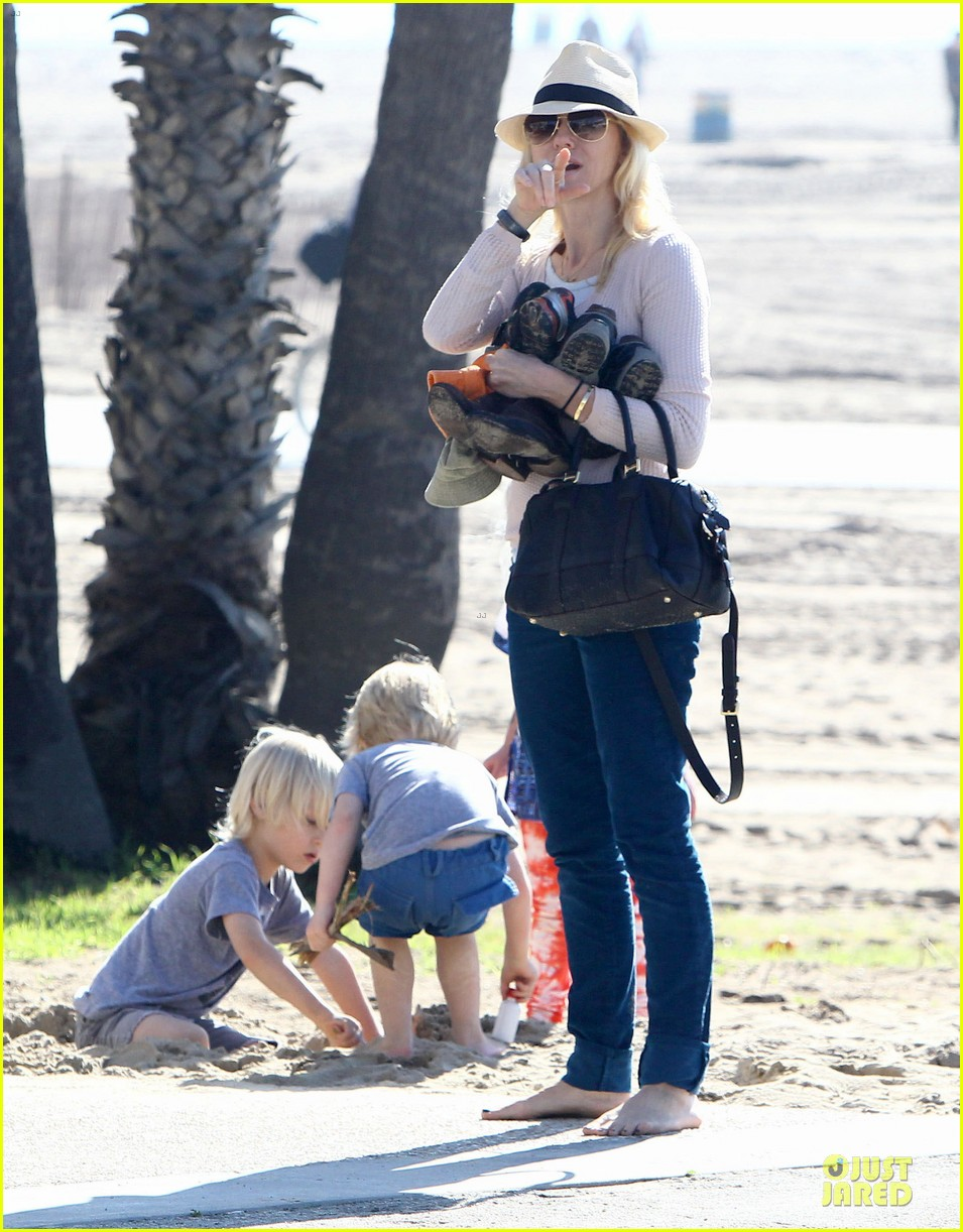 naomi watts beach day with the boys 312799050