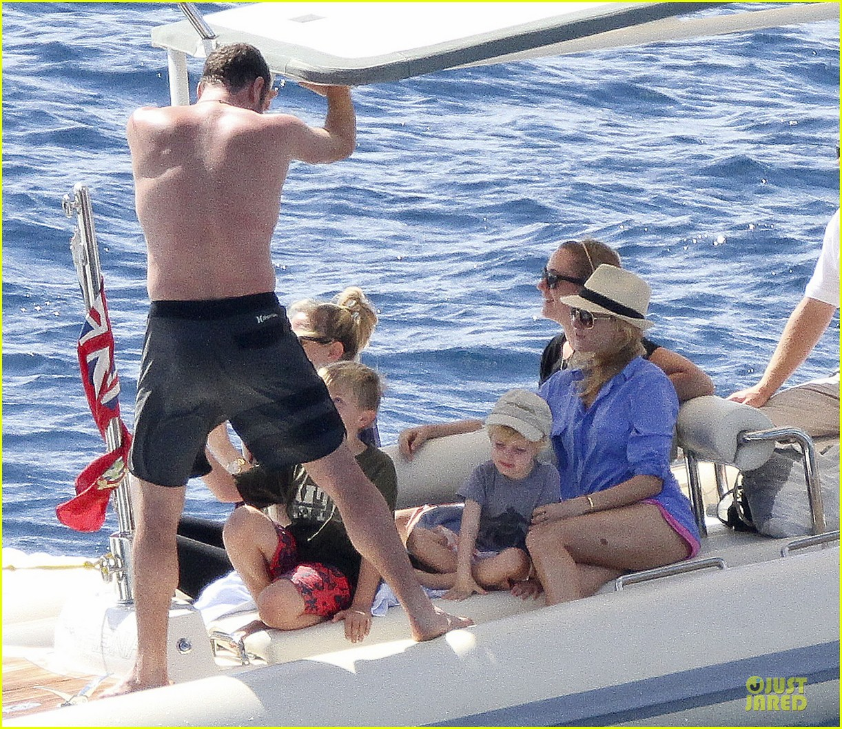 naomi watts boat ride with shirtless liev schreiber 012784018