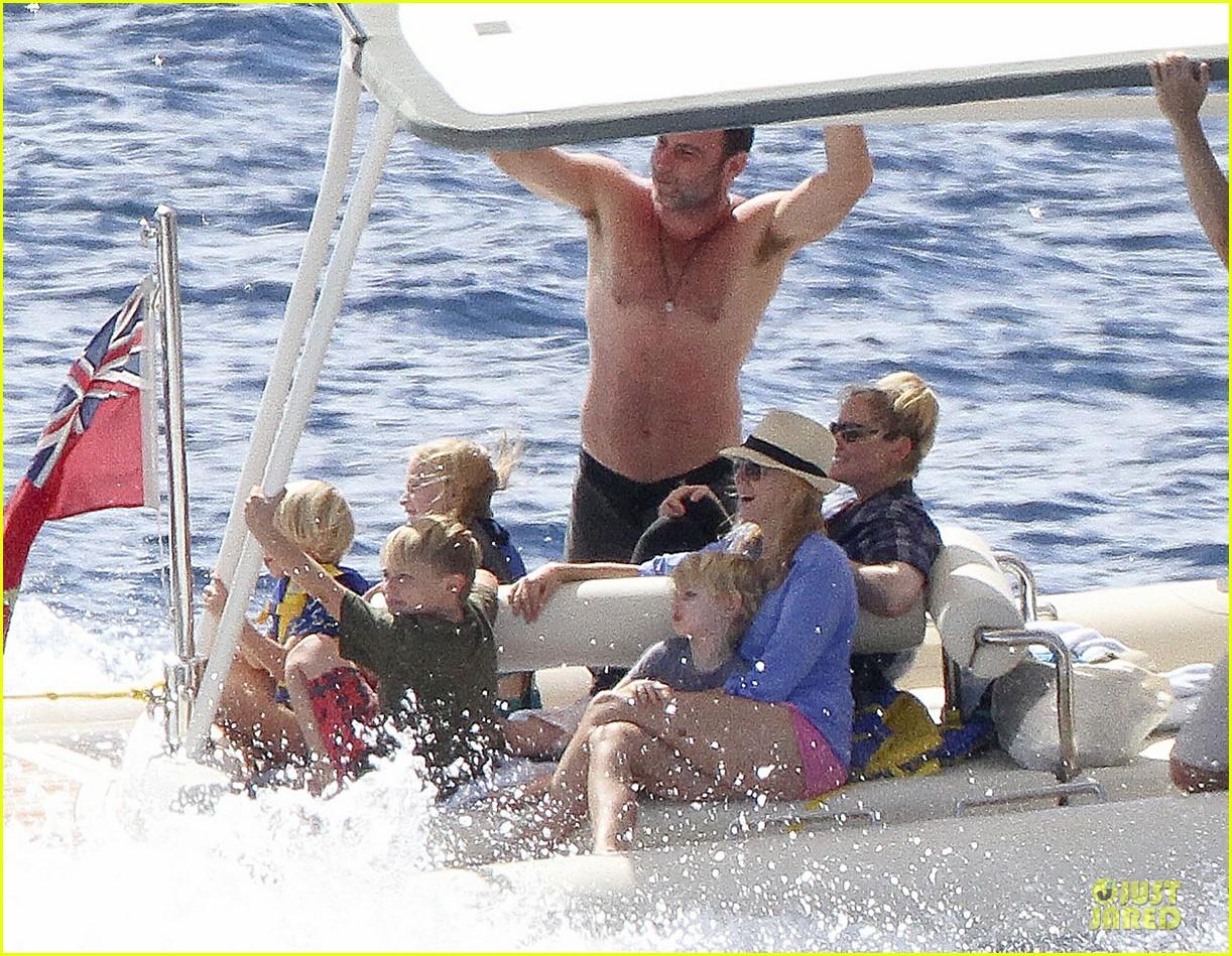 naomi watts boat ride with shirtless liev schreiber 032784020