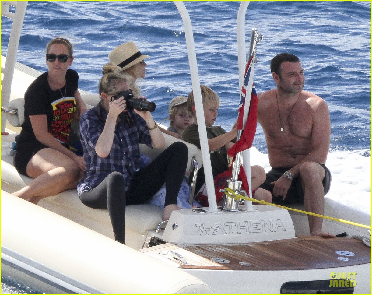 naomi watts boat ride with shirtless liev schreiber 042784021