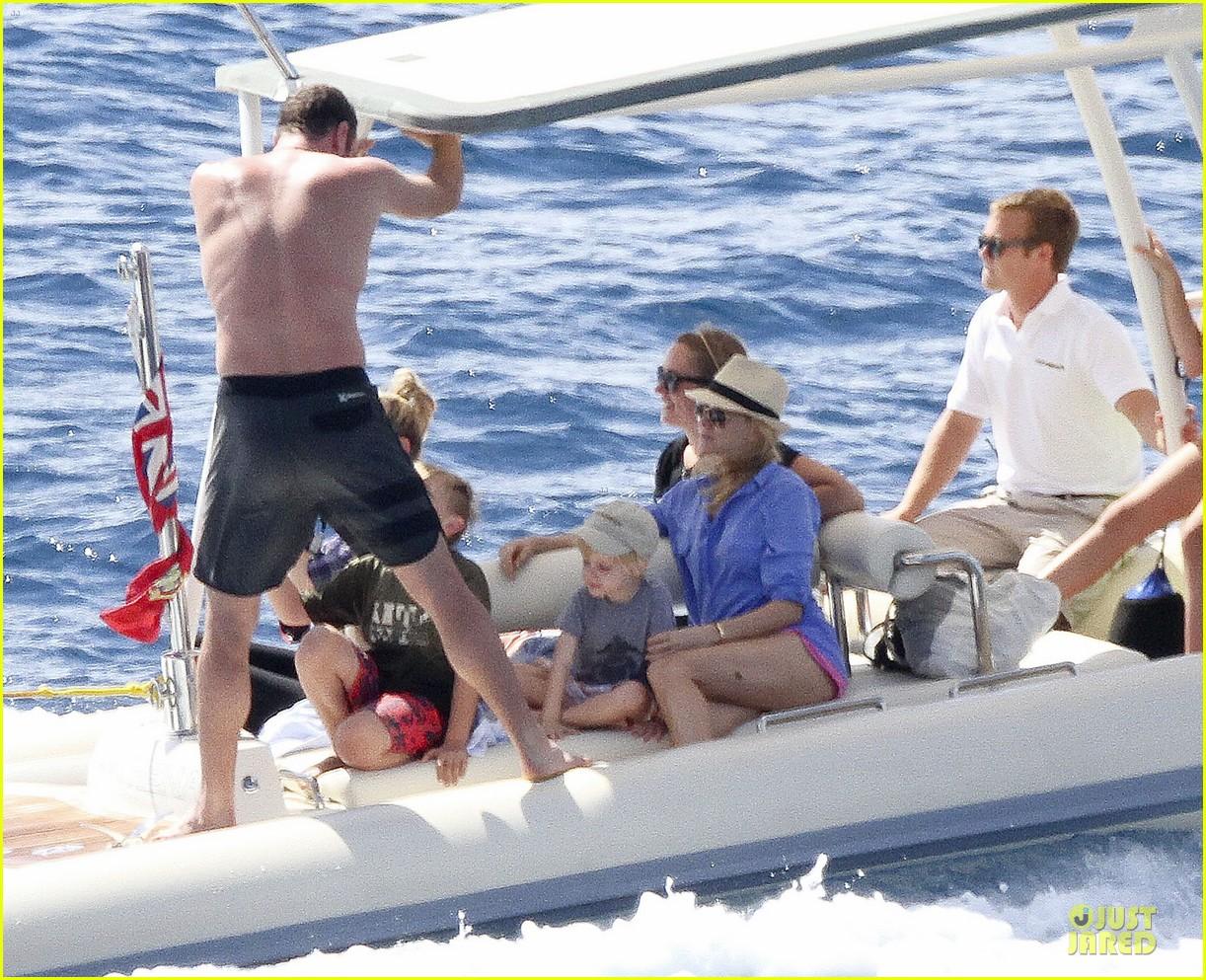 naomi watts boat ride with shirtless liev schreiber 062784023