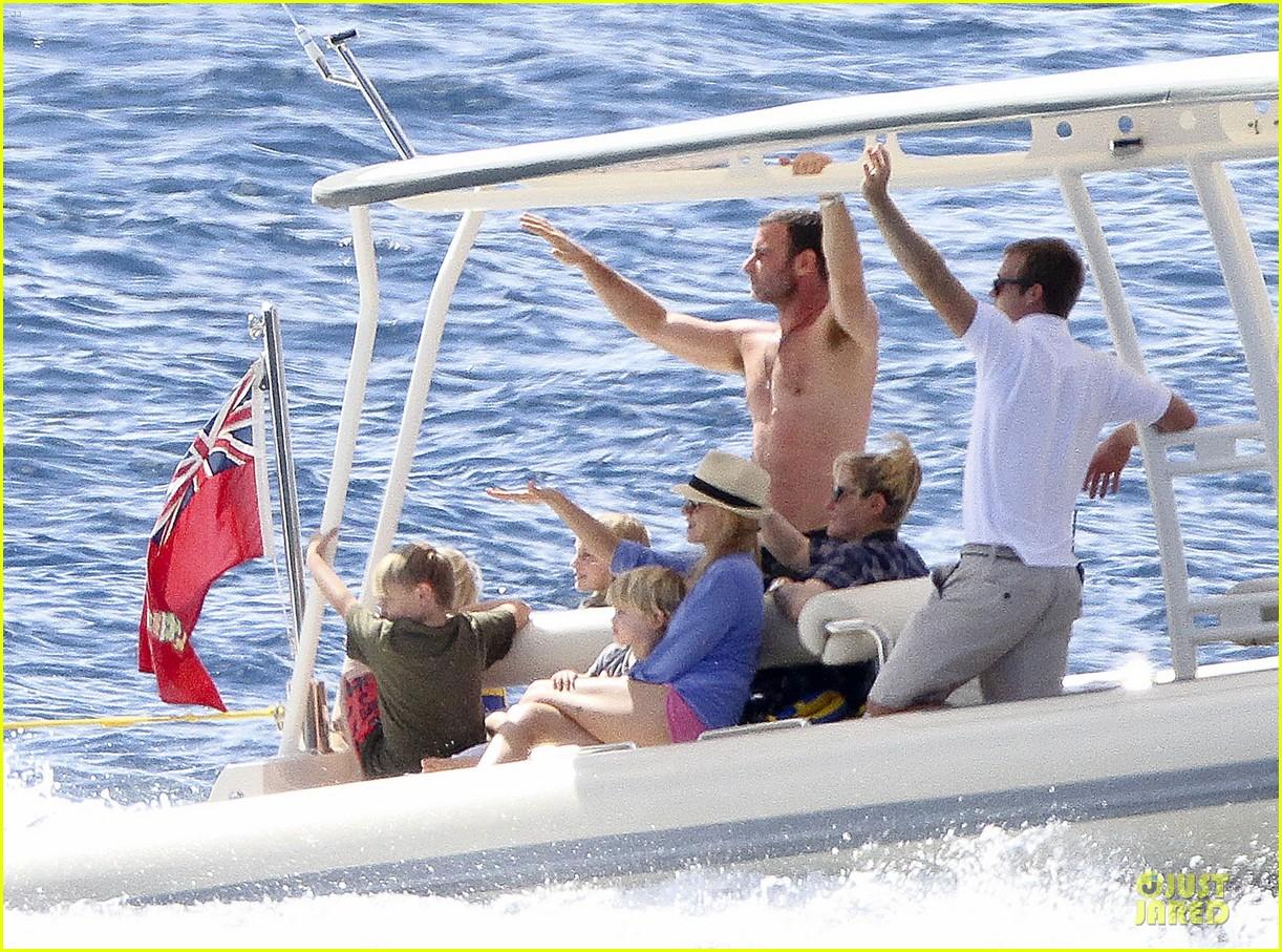 naomi watts boat ride with shirtless liev schreiber 08