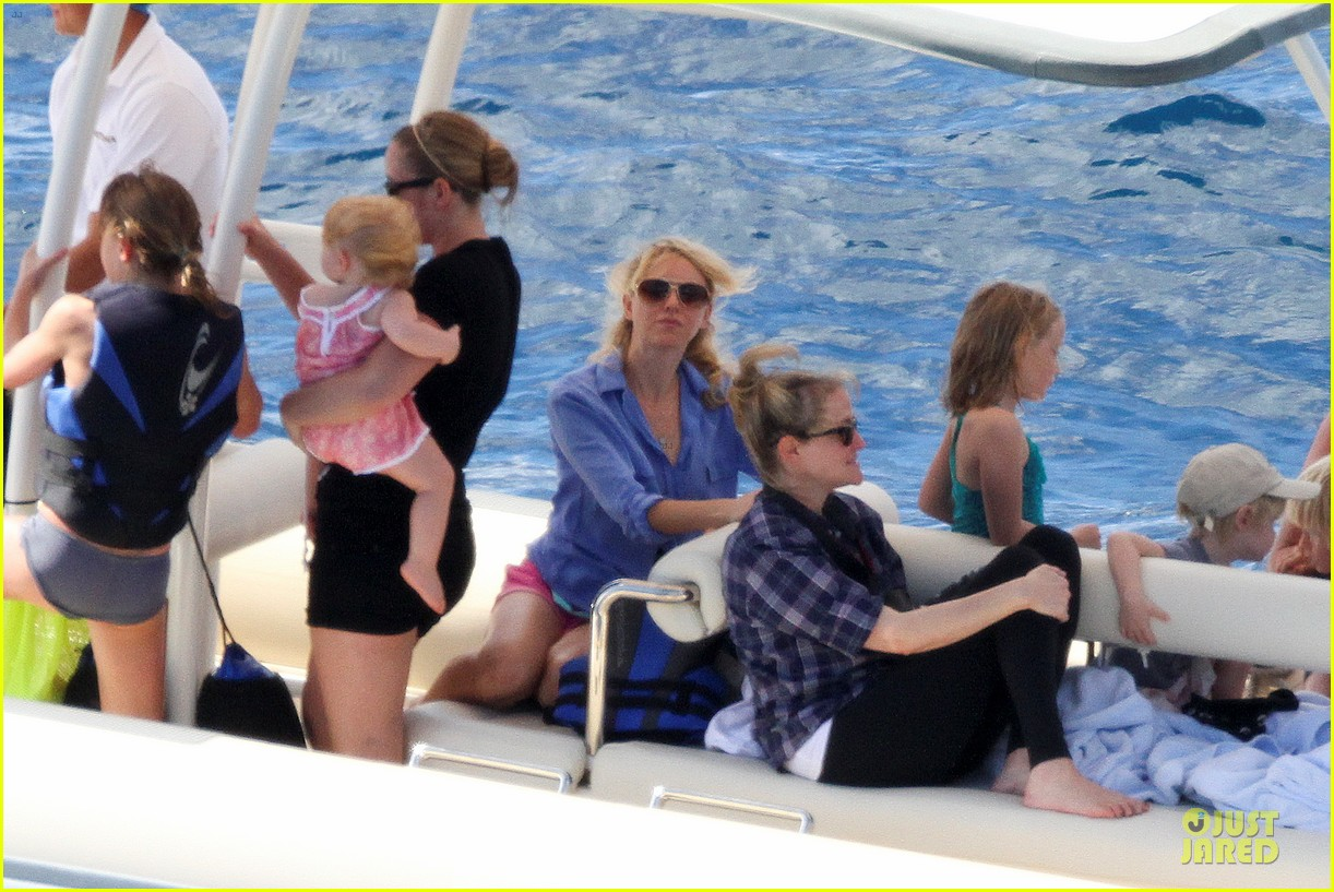 naomi watts boat ride with shirtless liev schreiber 09