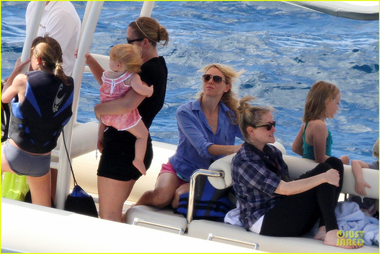 naomi watts boat ride with shirtless liev schreiber 12