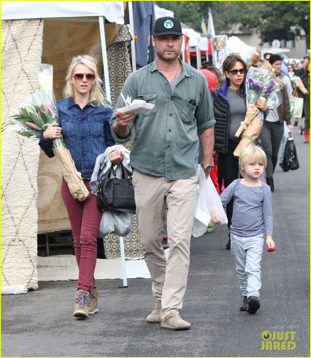 naomi watts liev schreiber farmers market with the kids 11