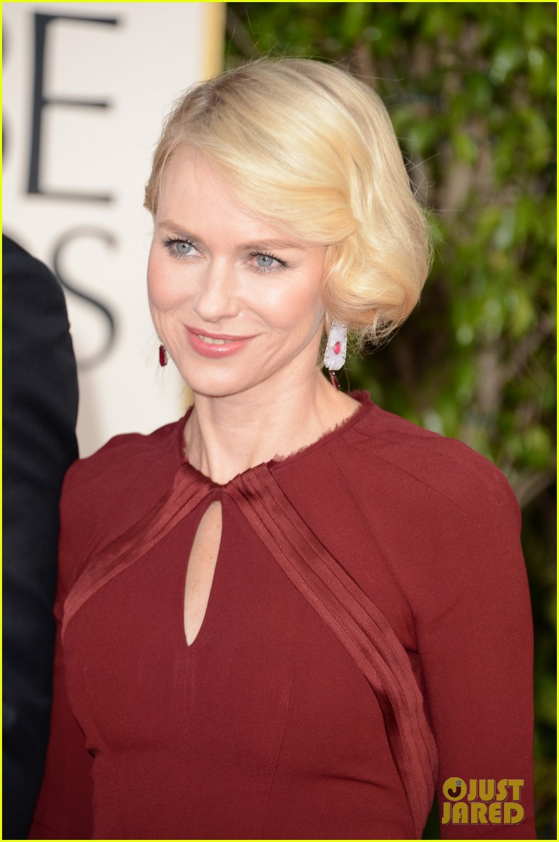 naomi watts liev schreiber golden globes 2013 red carpet 02