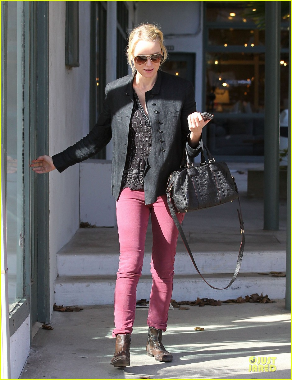 naomi watts grocery shopping with sasha 25