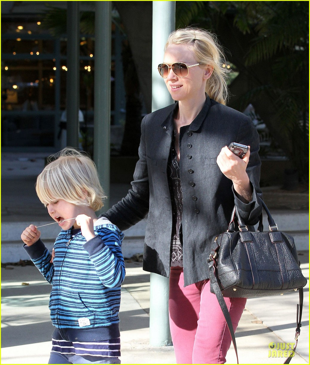 naomi watts grocery shopping with sasha 292800575