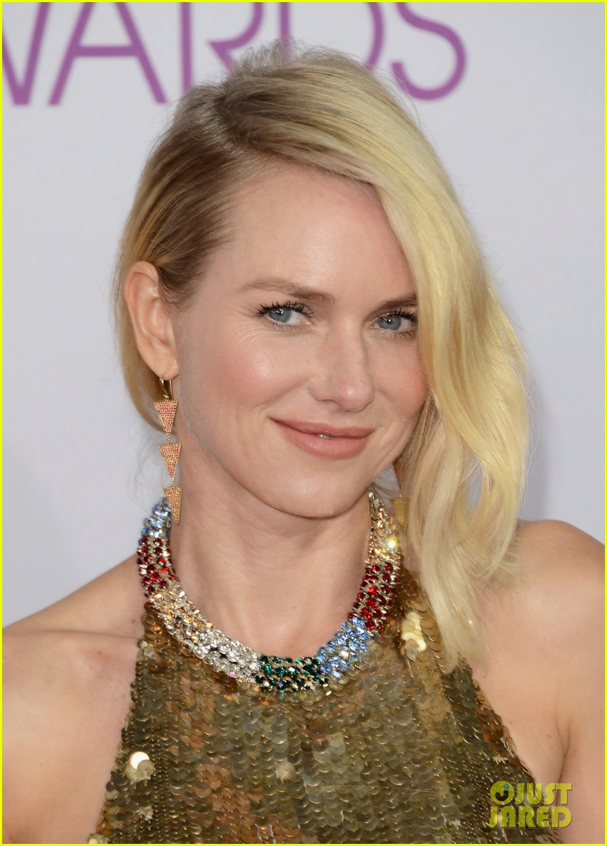naomi watts peoples choice awards 2013 red carpet 022787813
