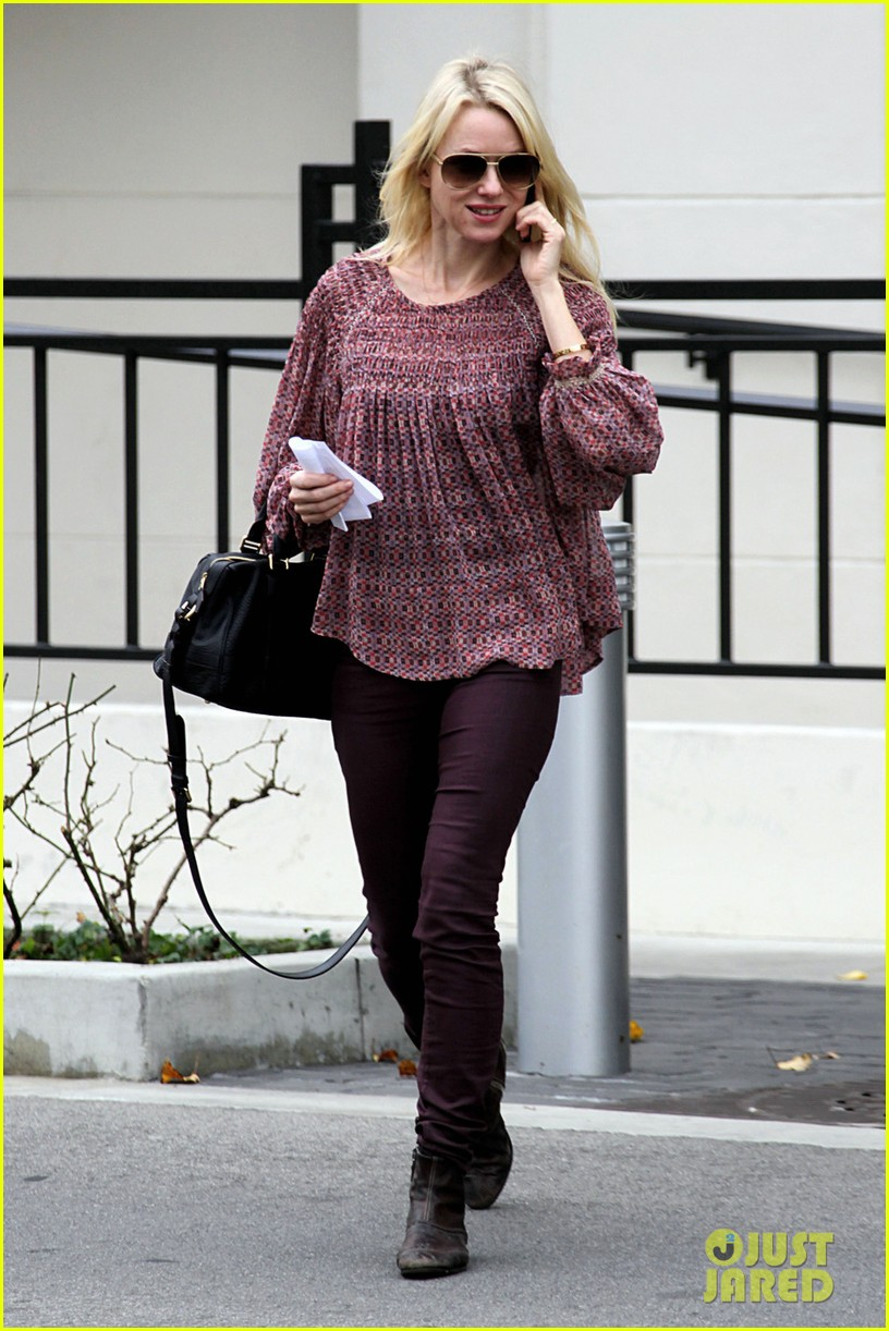 naomi watts i never get recognized on the street 082798210