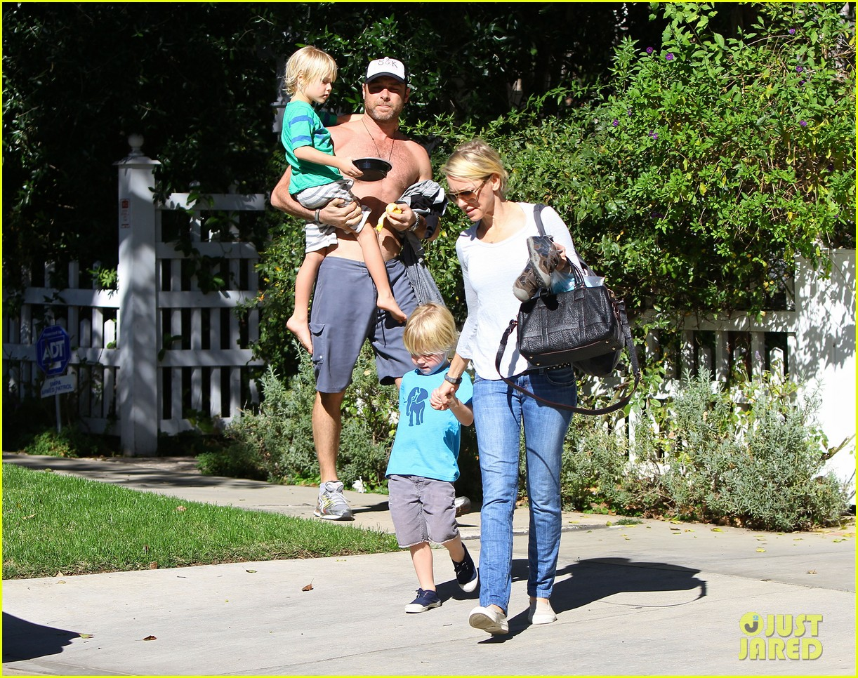 naomi watts liev schreiber sunday with kids 032796034