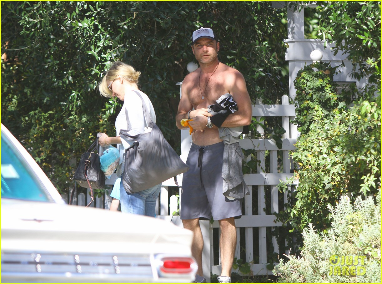 naomi watts liev schreiber sunday with kids 07