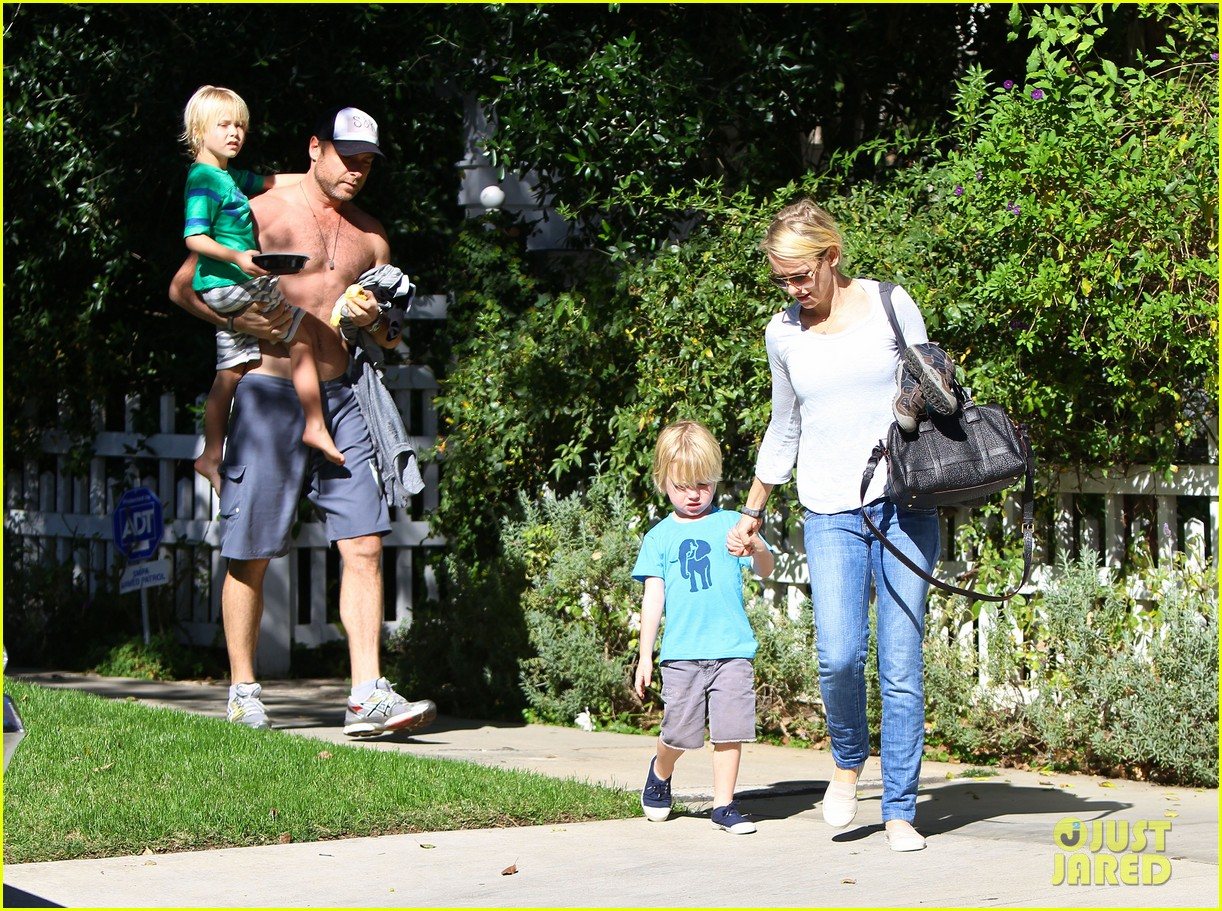 naomi watts liev schreiber sunday with kids 092796040