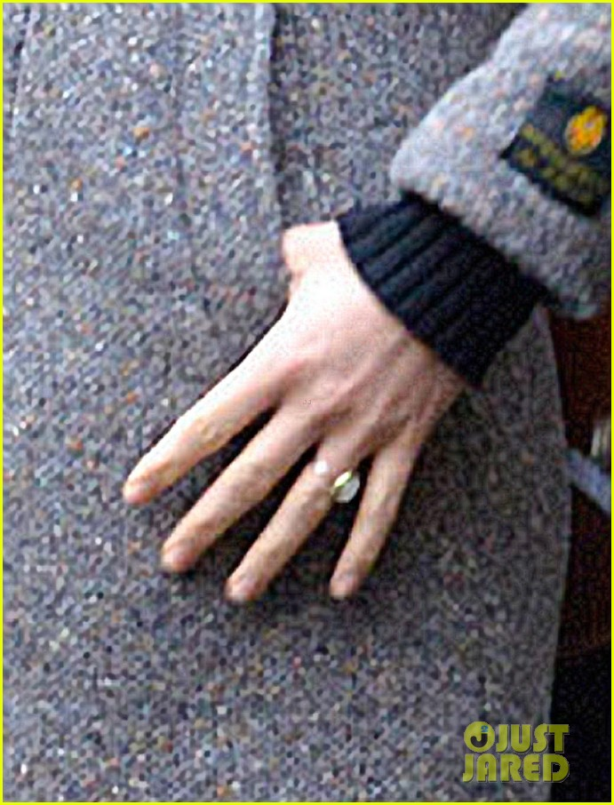 olivia wilde flashes engagement ring on third person set 042792656