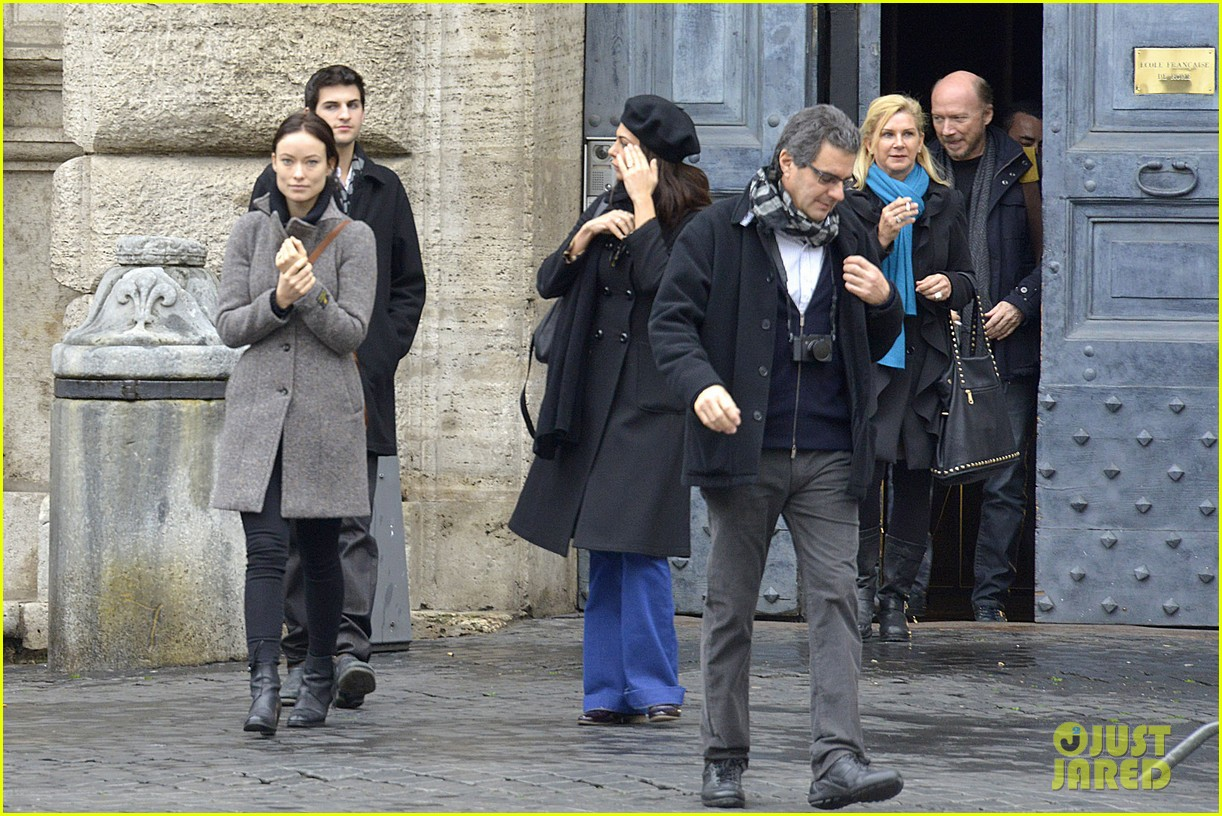 olivia wilde flashes engagement ring on third person set 092792661