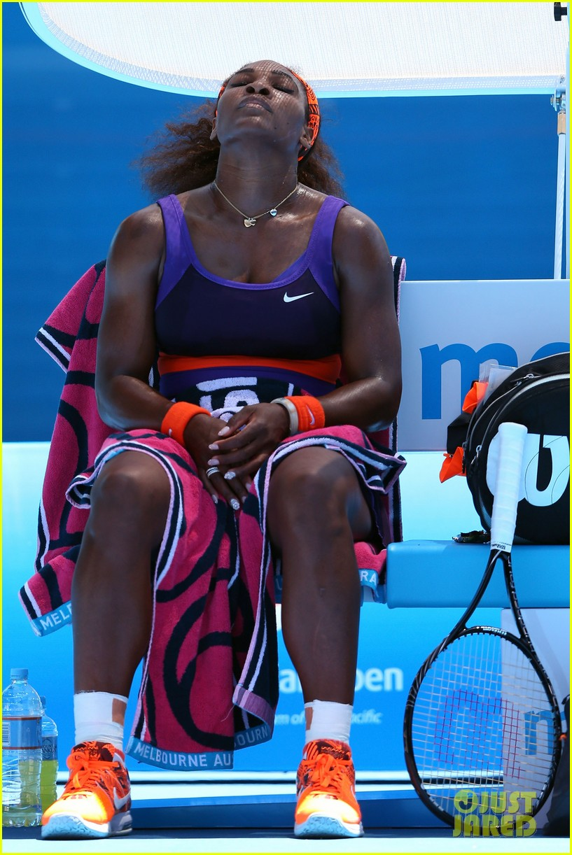 serena williams reveals swollen ankle after breaking racquet 06