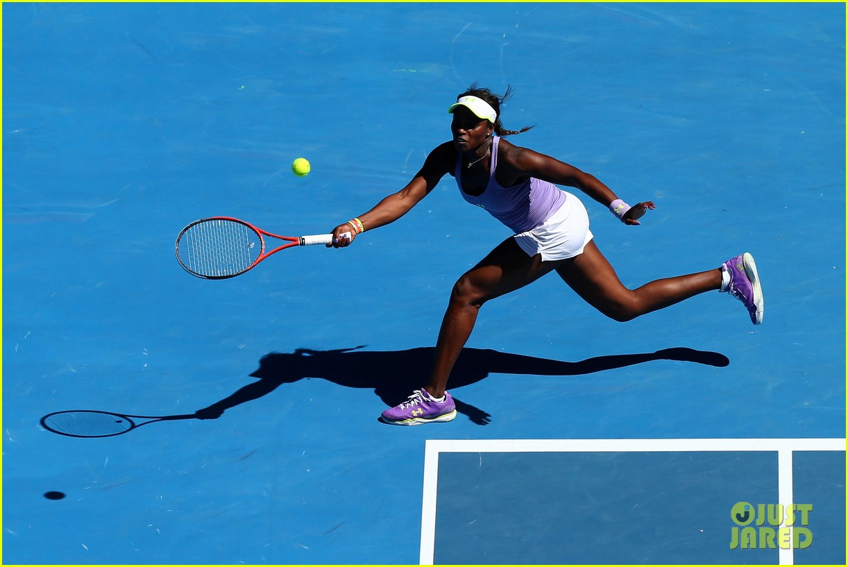 serena williams reveals swollen ankle after breaking racquet 15